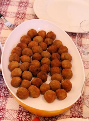 Olive Ascolane, stuffed olives in a bowl